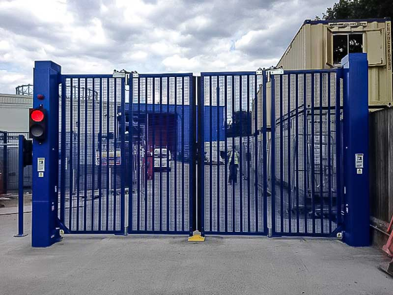 CG9500 Bi Folding Double Speed Gates with traffic lights