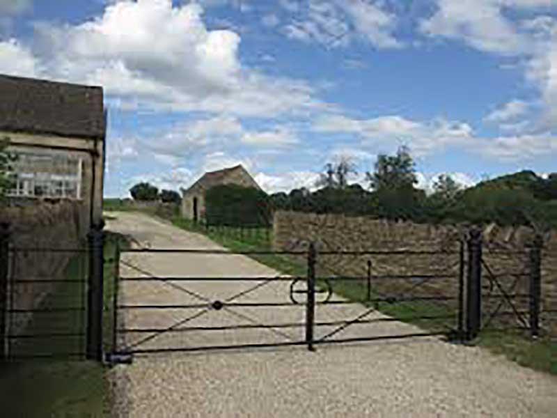 Estate Type Gates