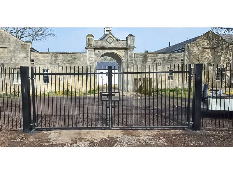 Manual Swing Gates with Lock