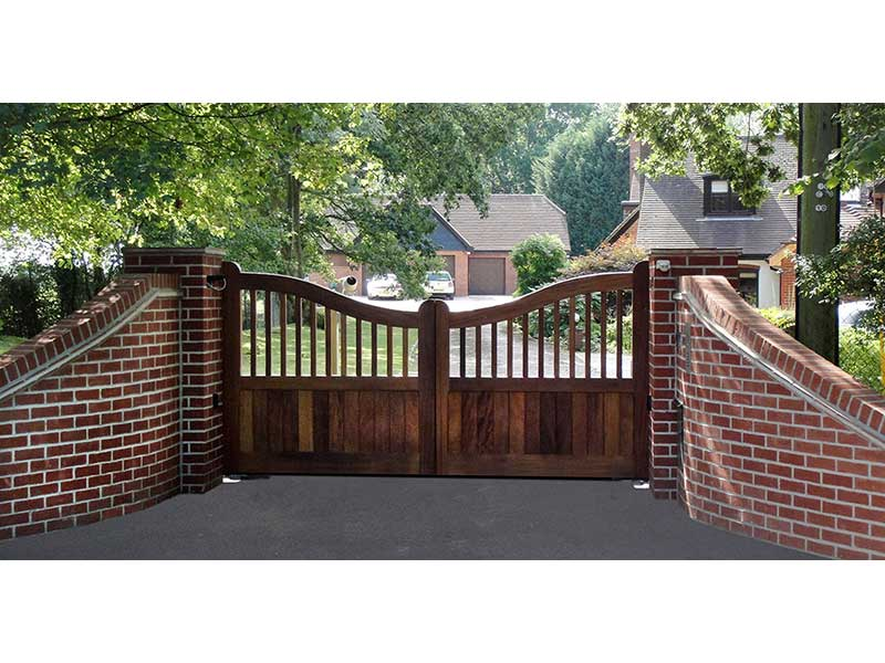 Wooden Gates - Reducing in Centre