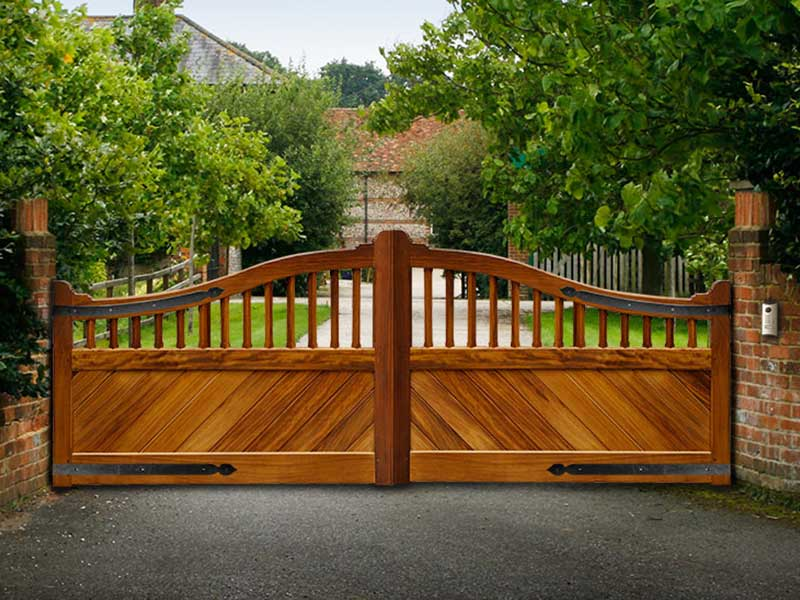 Wooden Gates - Traditional Curved