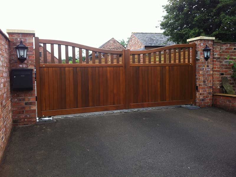 Wooden Gates - Double Gates with Down Curve