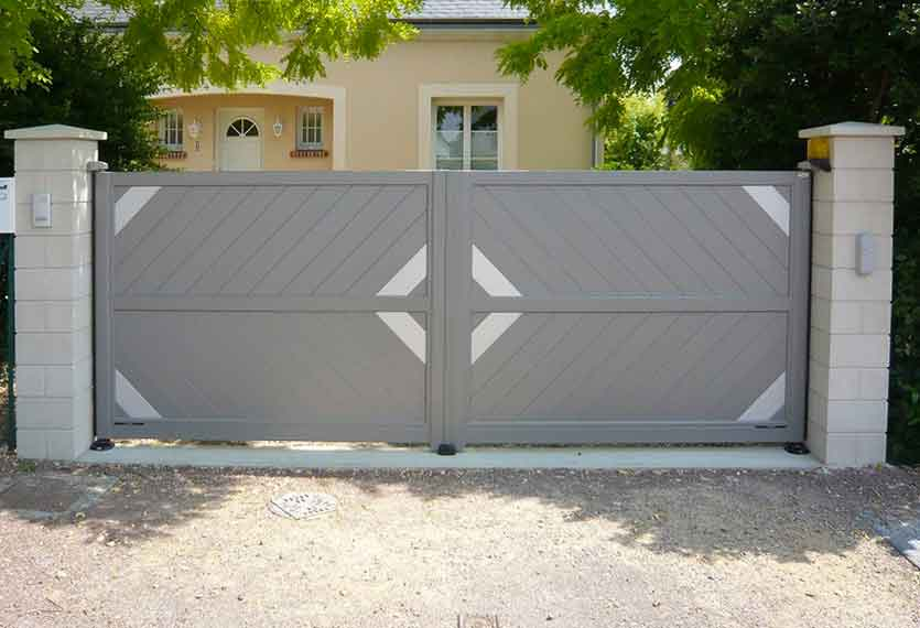 Horizal Anodised Collection - Akera Aluminium Swinging Gate