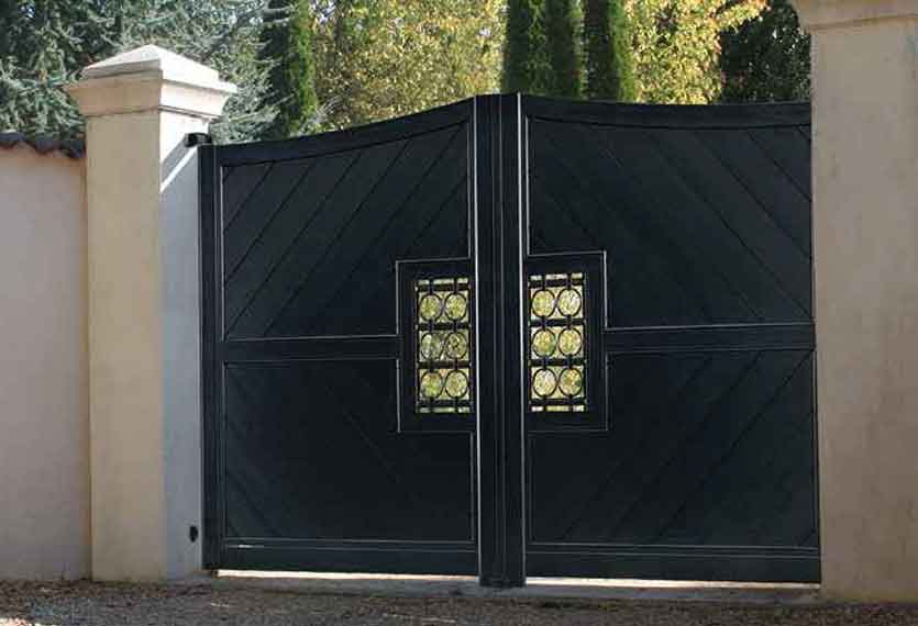 Horizal Confidence Collection - Providence Aluminium Swinging Gate with Diagonal Boards