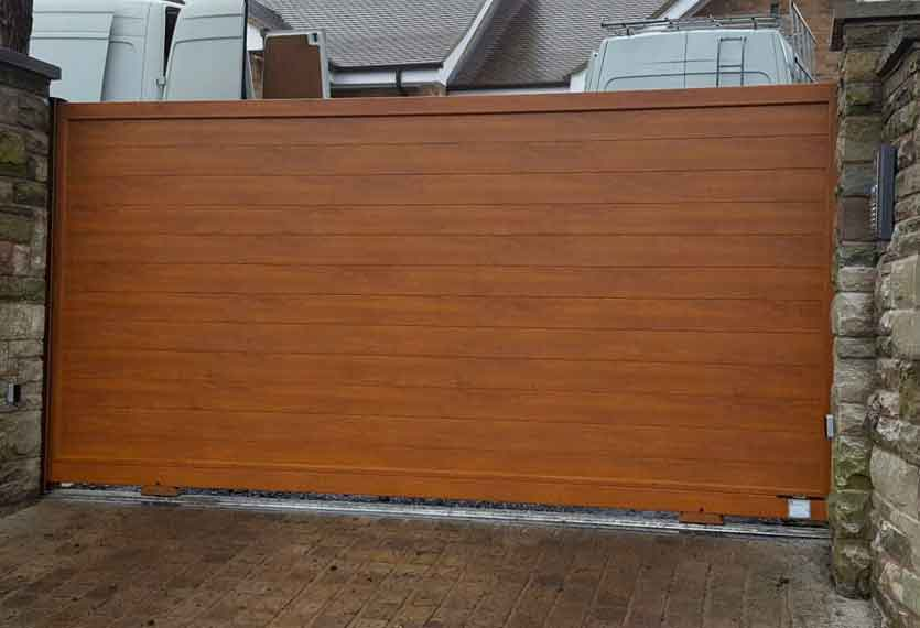 Horizal Contemporary Woodgrain Collection - Jabal - Golden Oak Texture Aluminium Sliding Gates