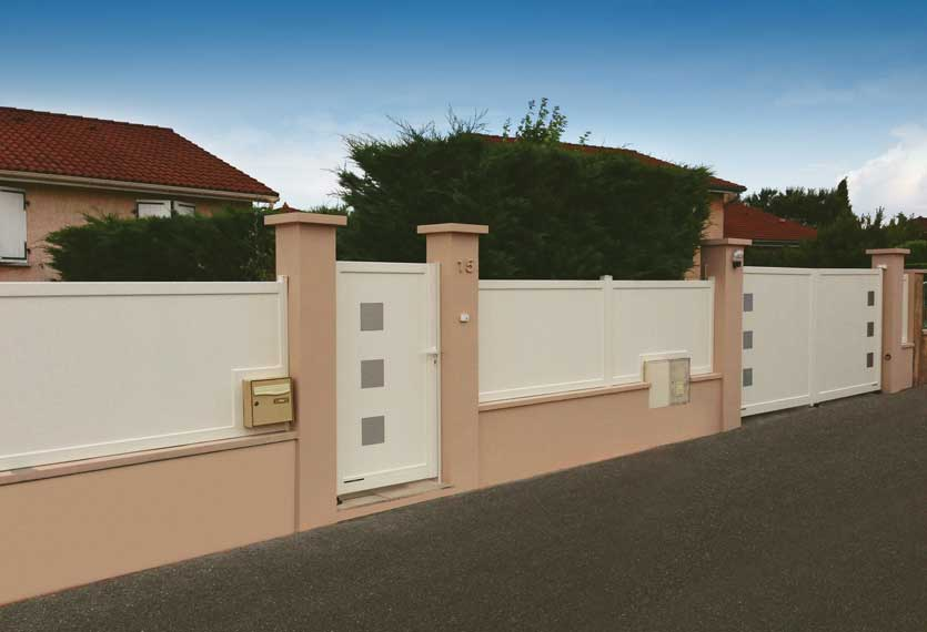 Horizal Stainless Collection - Kero Aluminium Swing Gates With Railings