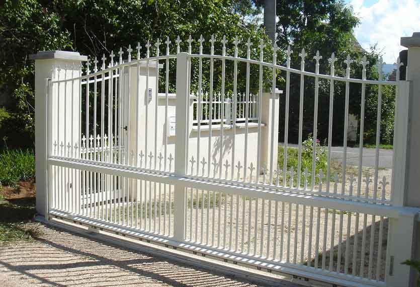 Horizal Traditional Collection - Iris Aluminium Sliding Gate