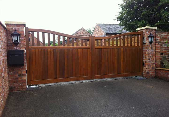 WOODEN & WOODEN EFFECT GATES