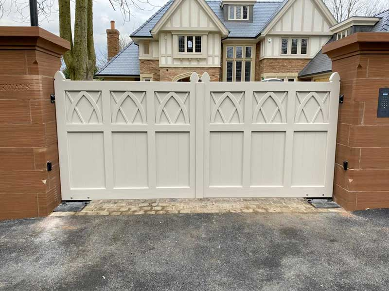 Accoya Swing Gates – Cathedral arches with panelling